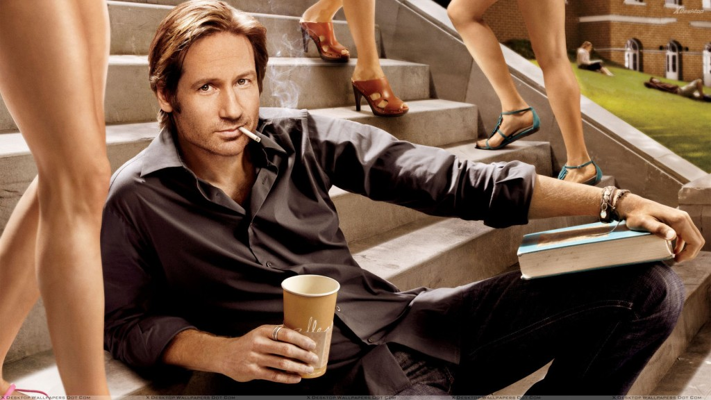 Californication David Duchovny Sitting Pose 1024x576 De ce inseala barbatii?